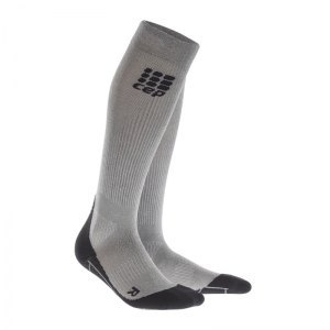 cep-metalized-socks-socken-running-silber-schwarz-laufen-joggen-laufsocken-struempfe-training-men-herren-wp5449.jpg