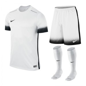 nike-laser-iii-trikotset-teamsport-ausstattung-matchwear-spiel-weiss-f100-725890-799870-394386.jpg