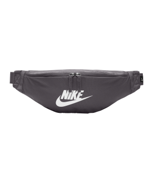 nike-heritage-hip-pack-grau-f082-ba5750-lifestyle_front.png