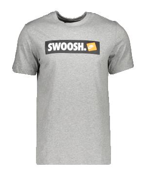 nike-swoosh-t-shirt-grau-f063-ar5027-lifestyle_front.png