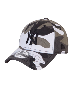 new-era-ny-yankees-camo-9forty-cap-gruen-furc-60137697-lifestyle_front.png