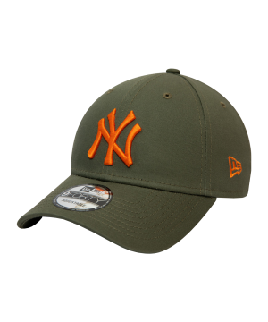 new-era-ny-yankees-essential-9forty-cap-fnov-60141835-lifestyle_front.png