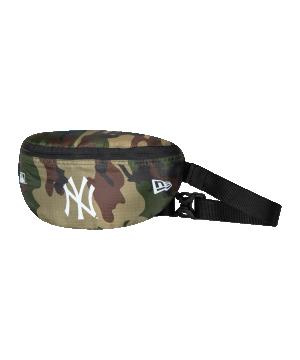 new-era-ny-yankees-mini-waist-bag-gruen-fwdc-60137352-lifestyle_front.png