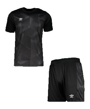 umbro-maxium-kit-set-schwarz-f060-umtm0384-teamsport_front.png