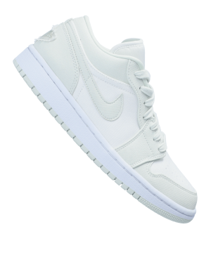 nike-air-1-low-sneaker-damen-weiss-f003-cw1381-lifestyle.png