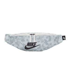 nike-heritage-aop-huefttasche-weiss-f121-cv0838-lifestyle_front.png