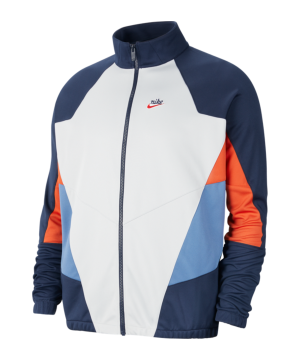 nike-heritage-windrunner-weiss-blau-f451-cu4424-lifestyle_front.png